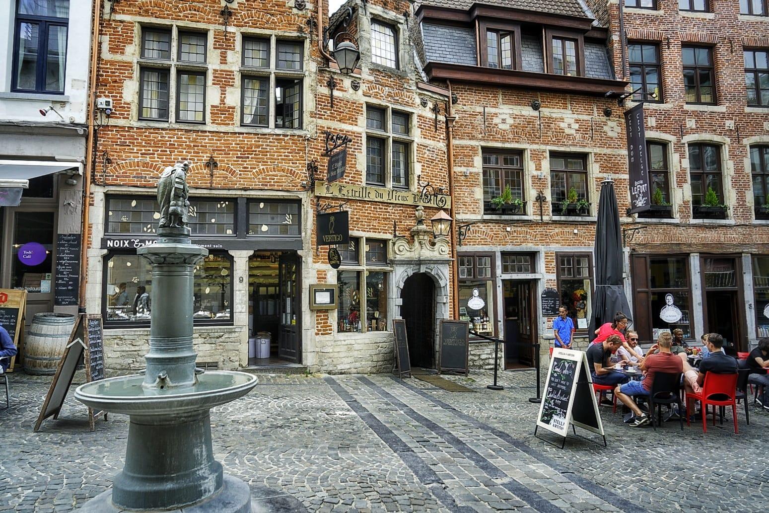 La fuente Carnaval en la calle Rollebeek