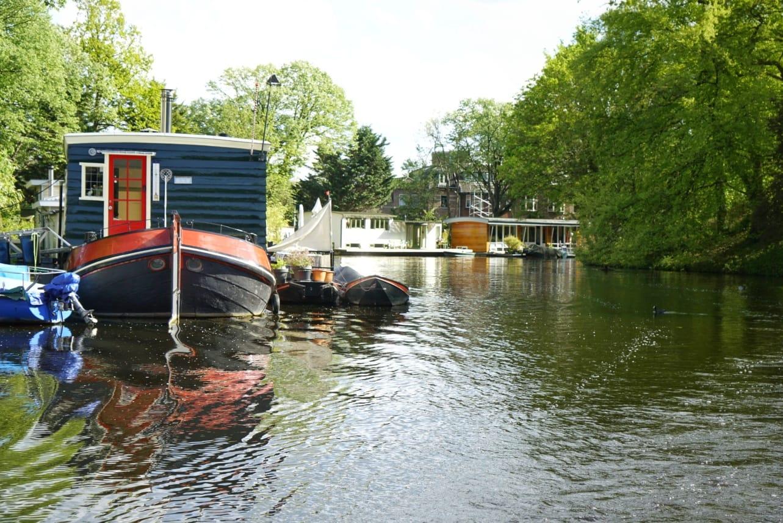 Merece la pena dar un paseo por los canales de Leiden