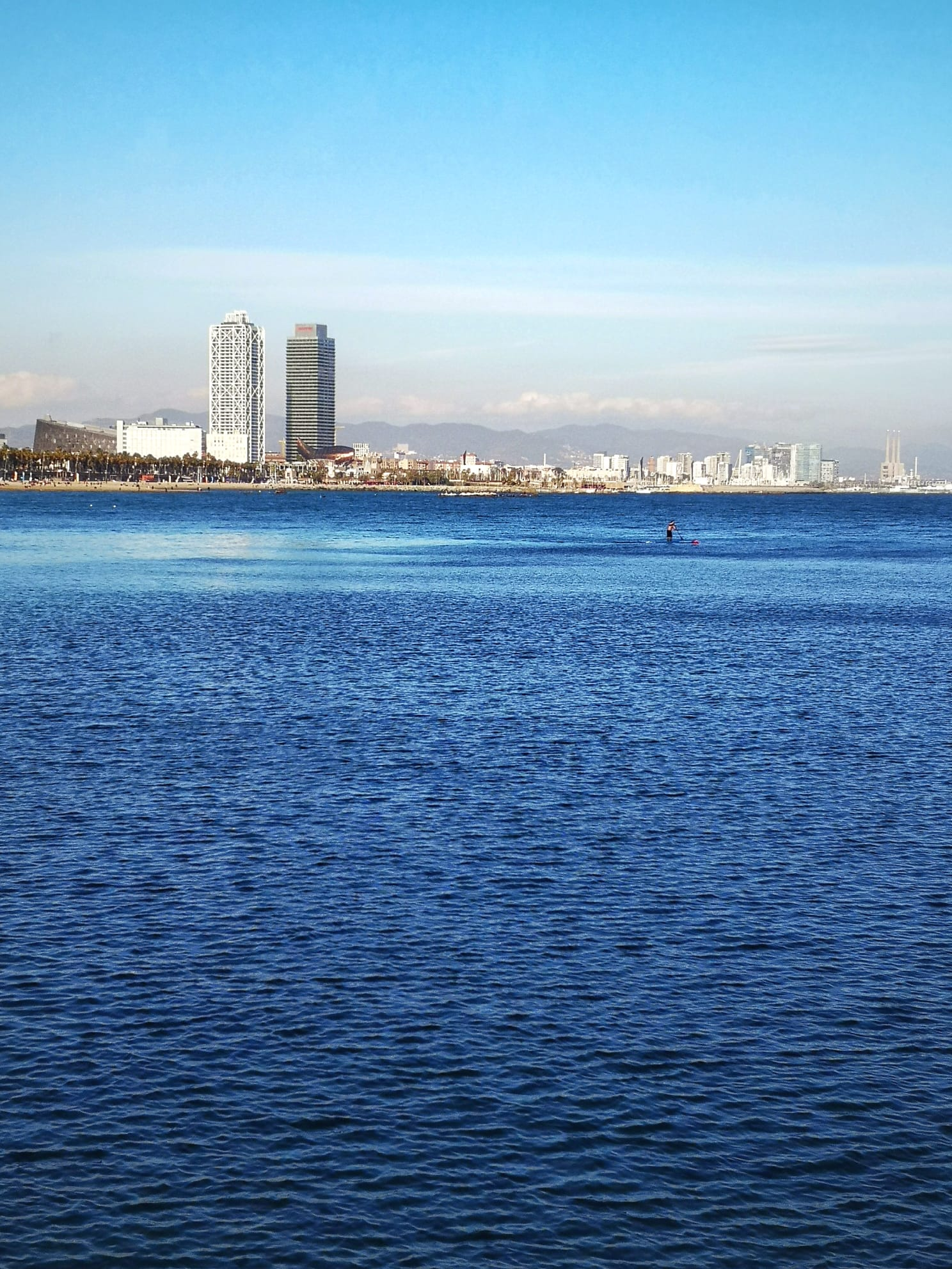 Vistas de Barcelona desde Mamarosa Beach