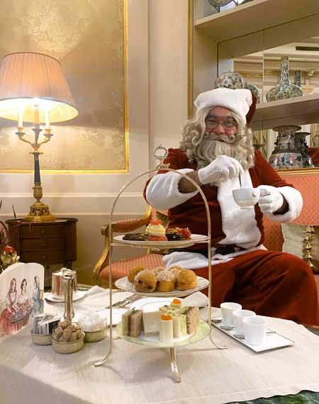 Papa Noel tomando té