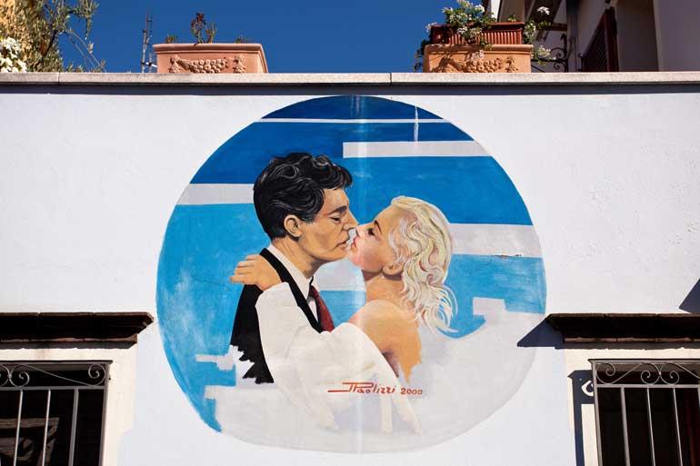 Murales de Rimini dedicados a las películas de Fellini