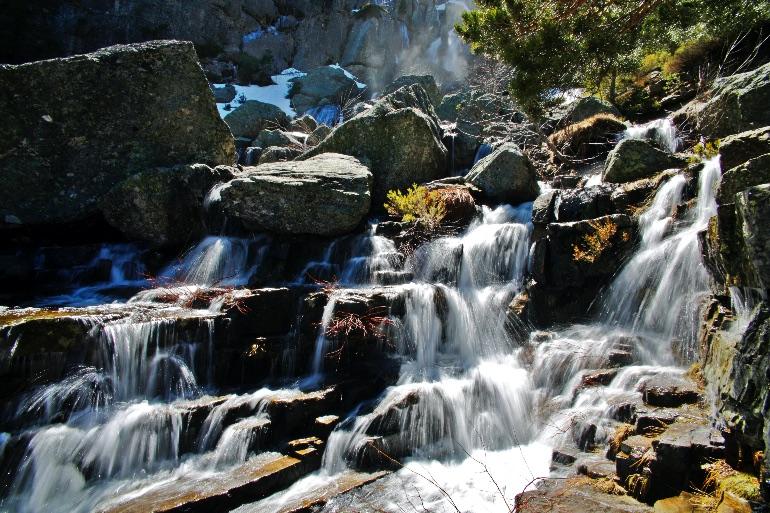 La presencia del agua en la comarca de Pinares le confiere un carácter especial a toda la zona