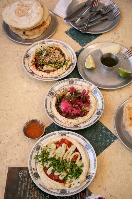 El hummus es puré de garbanzos y uno de los platos más conocidos en todo el mundo
