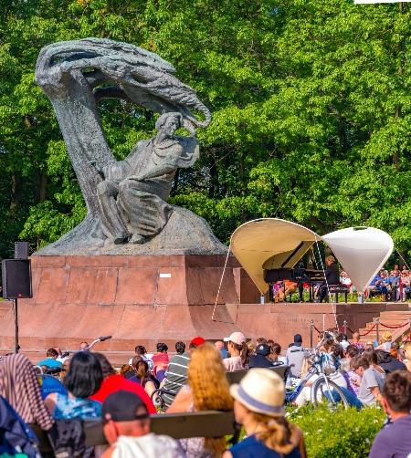 Concierto en el Parque Lazienki ©Oficina de Turismo de Polonia