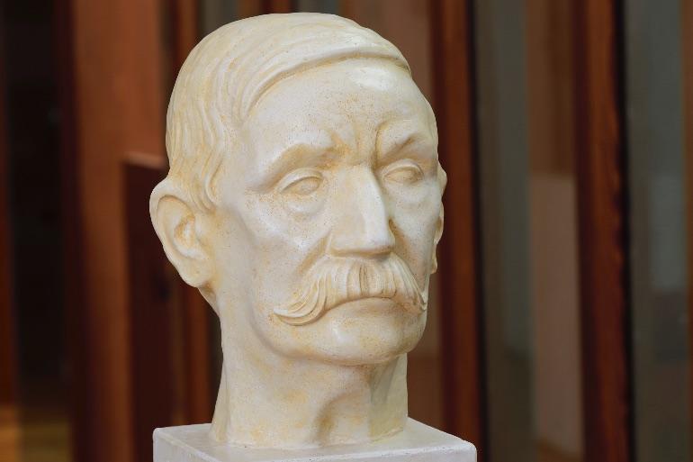 Busto de Benito Pérez Galdós