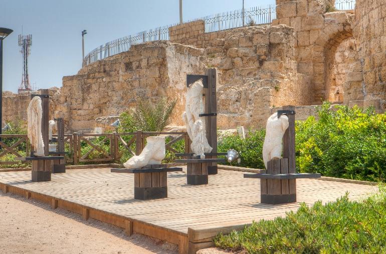 Estatuas de mármol de Cesarea © Dana Friedlander