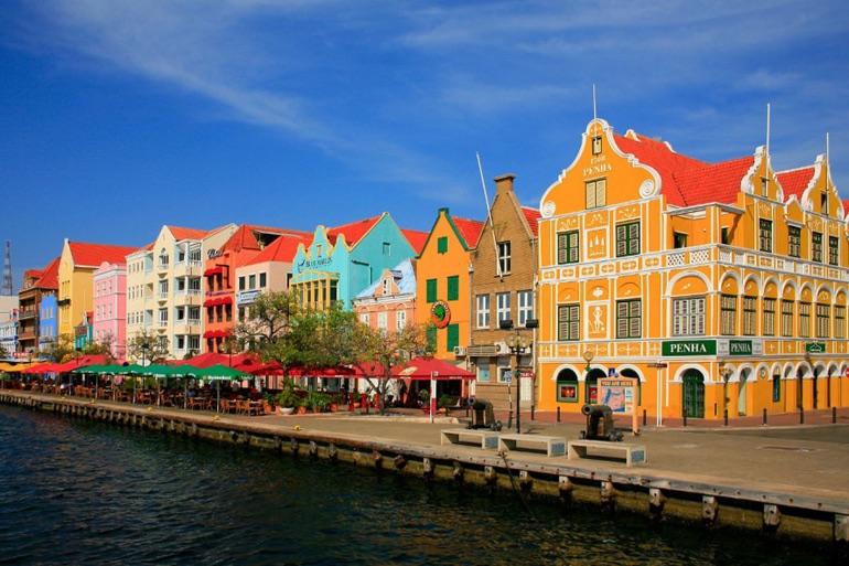 La colorida arquitectura de Willemstad es muy llamativa