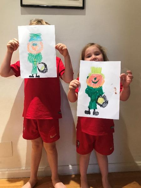 "Niños dibujando ""leprechauns"""