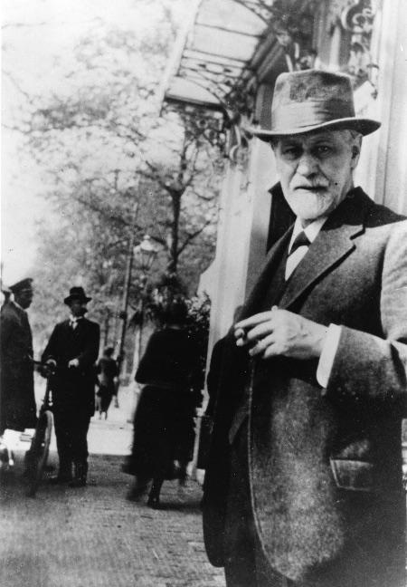 Freud en el año 1920 en un congreso en La Haya