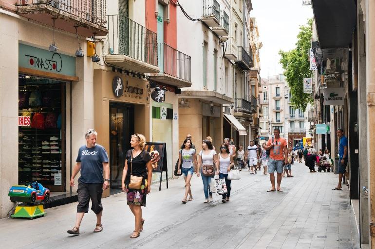 Calle Comerç de Figueres © Iglesies