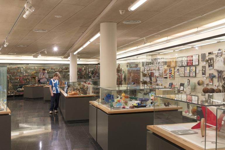 Los niños se lo pasan en grande en el Museo del Juguete de Figueres