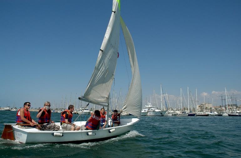 La Costa de Barcelona es perfecta para practicar deportes náuticos