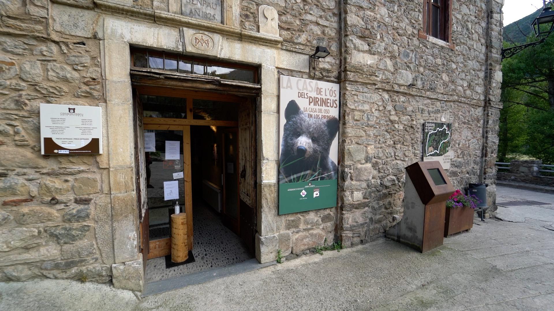 Casa del oso pardo en Isil