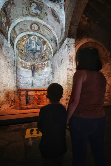 El vídeo mapping de Sant Climent de Taüll es perfecto para hacerse una idea de cómo eran las pinturas murales originales