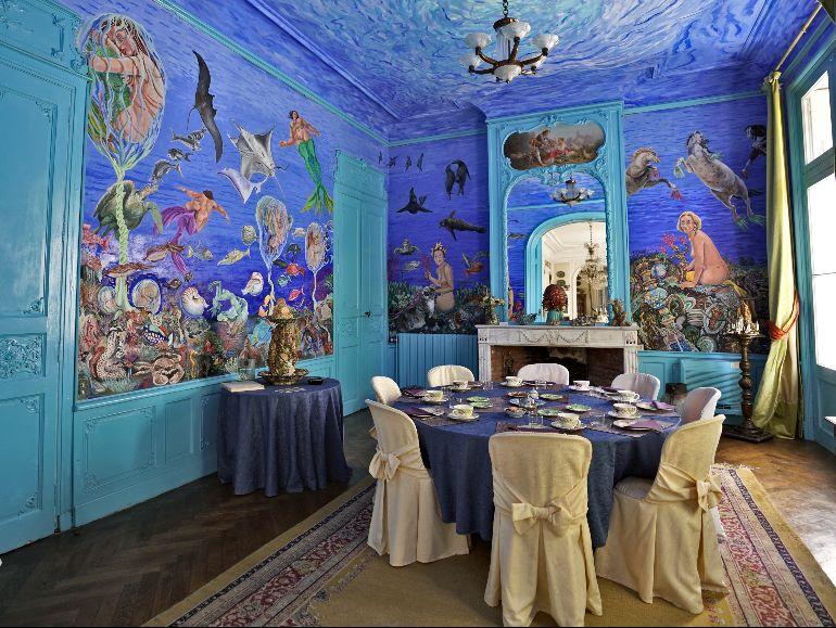Salón del Château de Raissac pintado por Jean Viennet
