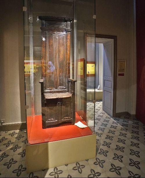 Silla donde se sentaba Molière en la barbería de Gely. Está en el Musée de Vulliod Saint-Germain.