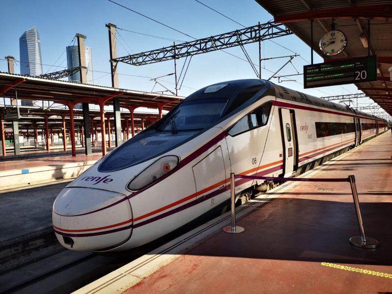 El Tren del Vino sale de la estación de tren de Madrid-Chamartín