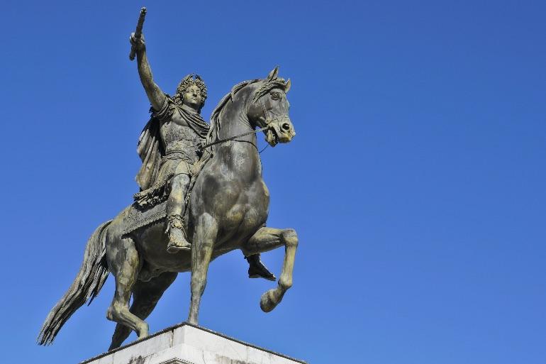 Estatua ecuestre dedicada a Luis XIV en la Promenade de Peyrou en Montpellier