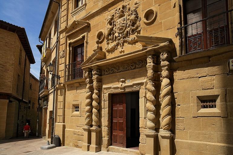 Palacio de los Condes de Haro, situado en plaza de la Iglesia.