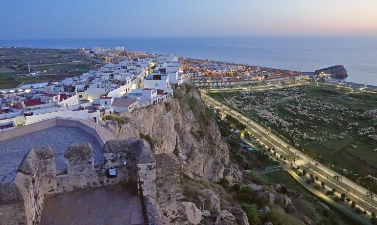 Vistas de Salobreña desde la cima del castillo árabe