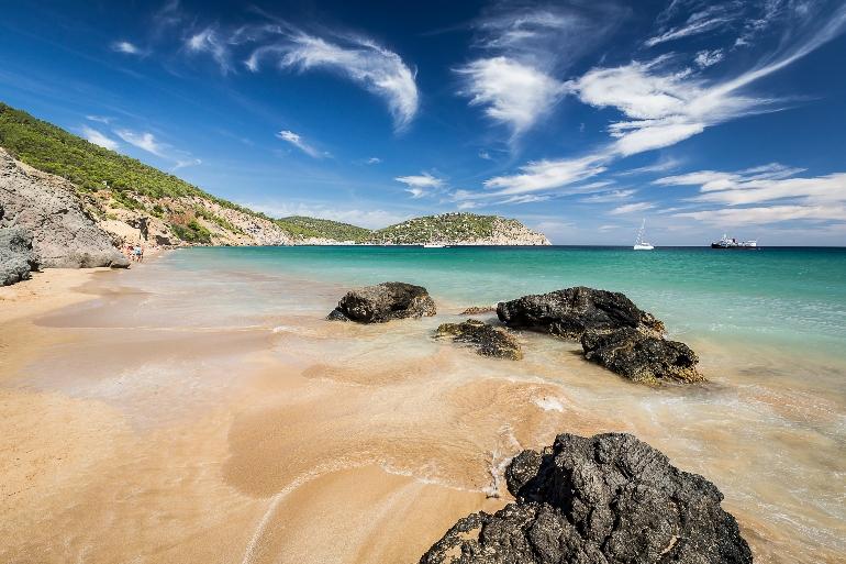 S'Aigua Blanca es una de las playas más bonitas de Santa Eulària des Riu y de Ibiza
