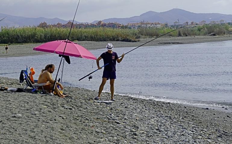 La playa Punta del Río es una de las más tranquilas del litoral de Salobreña