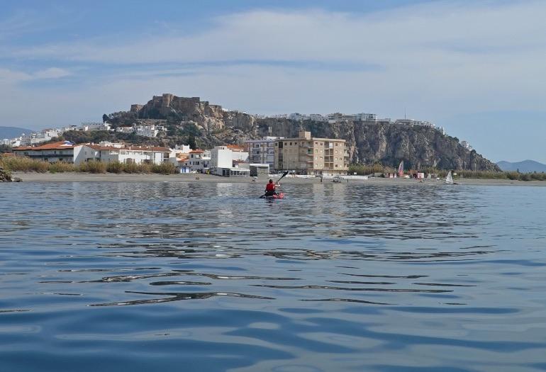 Las aguas de La Caleta son muy tranquilas y permiten pasar una jornada en el mar muy agradable