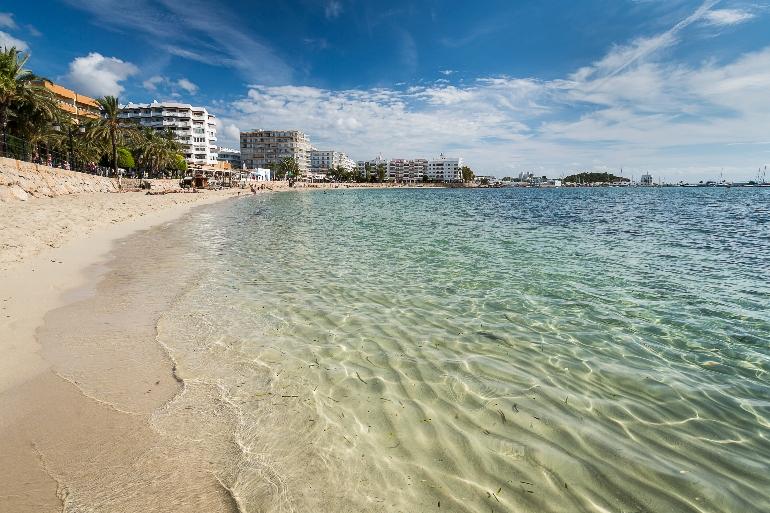 La playa de Santa Eulària es perfecta para los niños