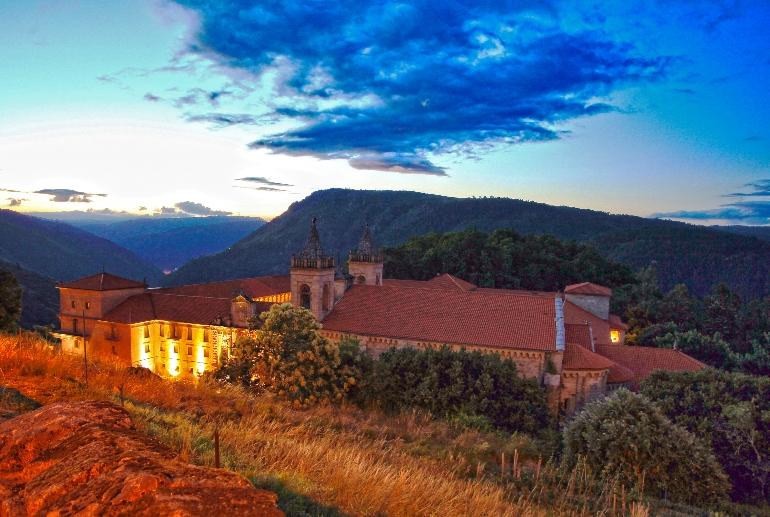 El monasterio de San Estevo de Ribas de Sil es la joya de la corona de la Ribeira Sacra