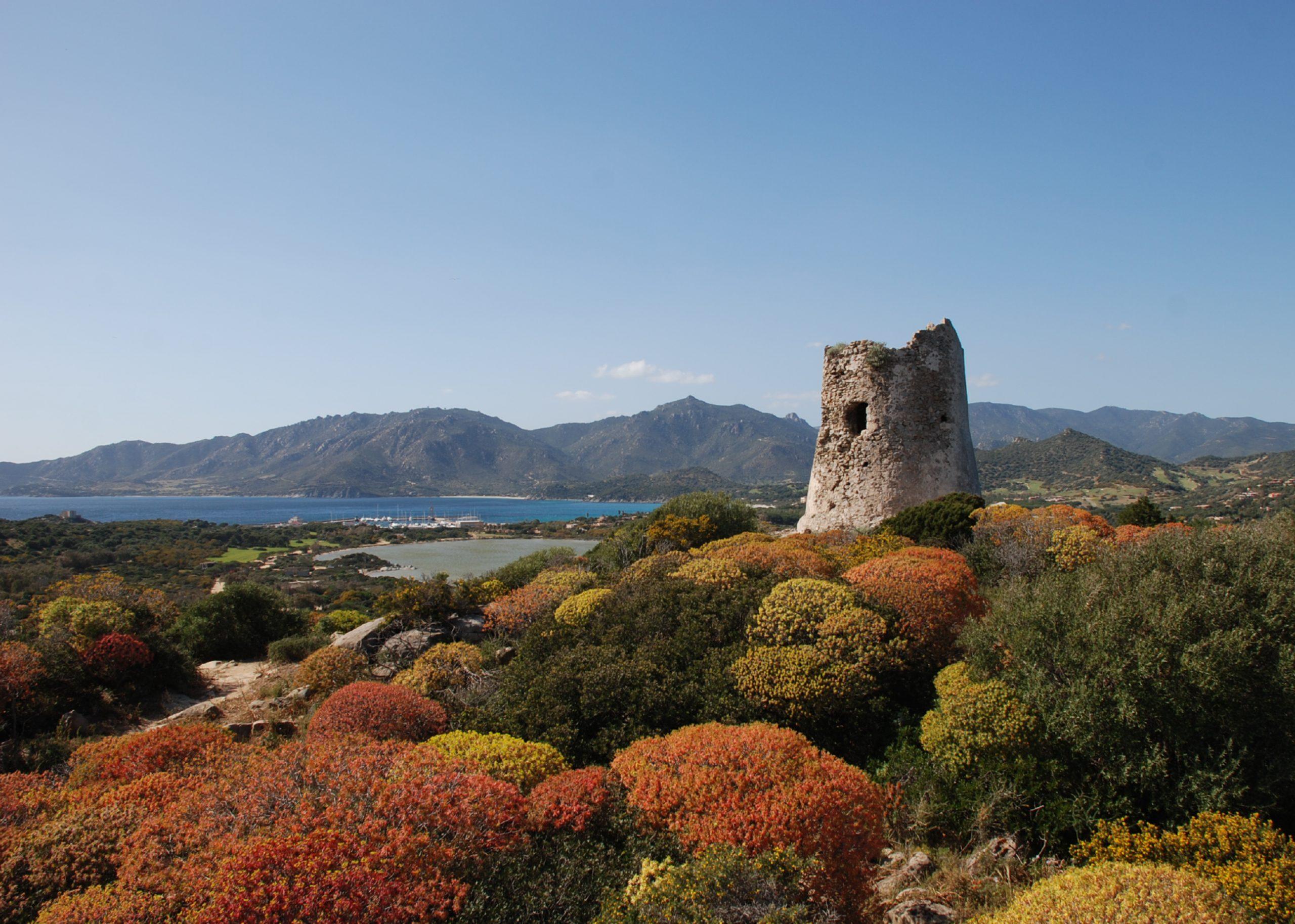 Villasimius, en el sureste de Cerdeña, es una localidad costera muy atractiva para los visitantes