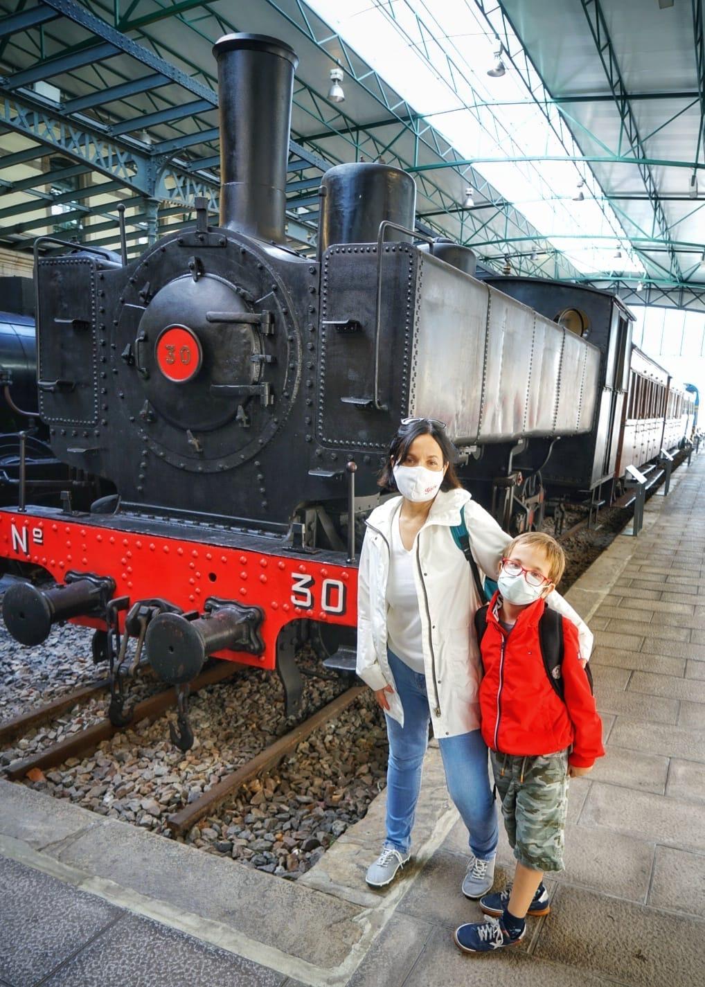Entre vagones y locomotoras los niños son felices