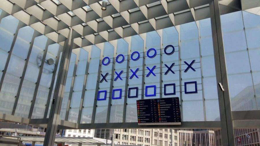 Reloj binario en la estación de tren de St.Gallen