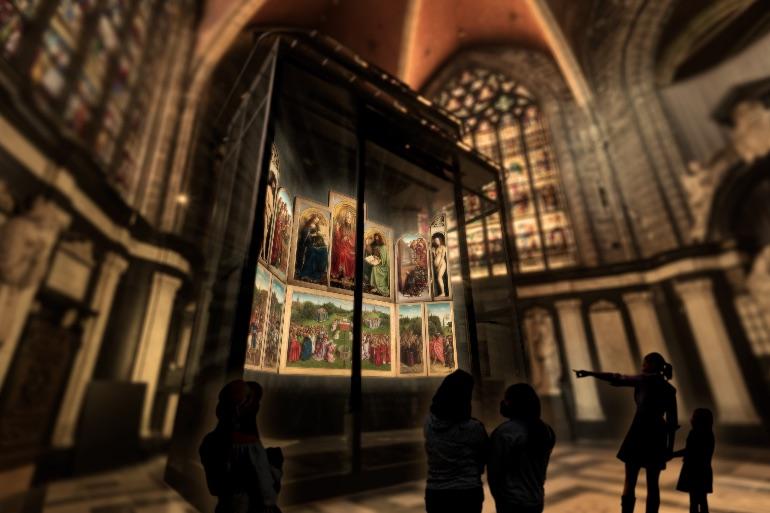 La nueva ubicación del retablo de Gante en la catedral de San Bavón © De Kwekerij