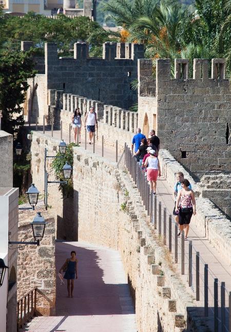 Las murallas son uno de los rasgos más distintivos de Alcúdia