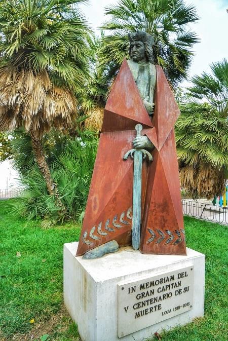 Estatua de Gonzalo Fernández de Córdoba, también llamado el Gran Capitán, que vivió sus últimos años en Loja