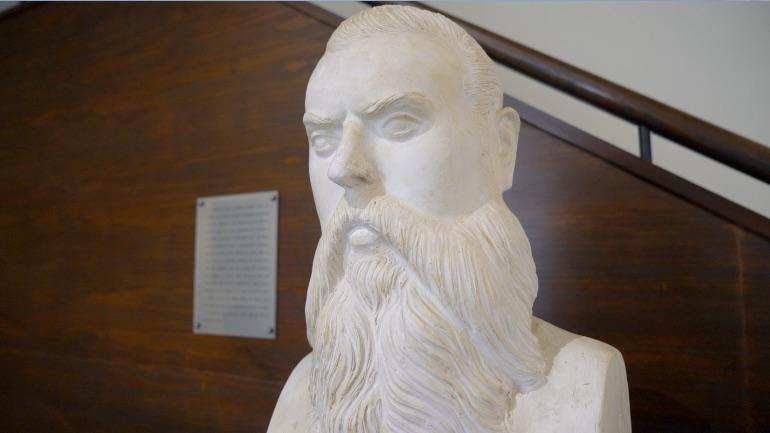 Busto de Rafael Pérez del Álamo en el Museo de la Alcazaba de Loja