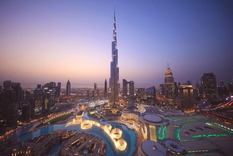 También podemos hacer una ruta ciclista urbana y contemplar el Burj Khalifa, el edificio más alto del mundo