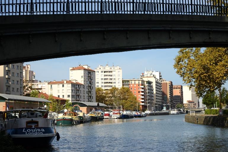 Péniches atracadas en el Puerto de Saint-Sauveur en Toulouse