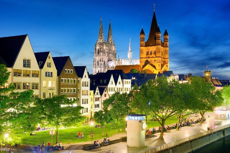 Vista nocturna del centro de Colonia