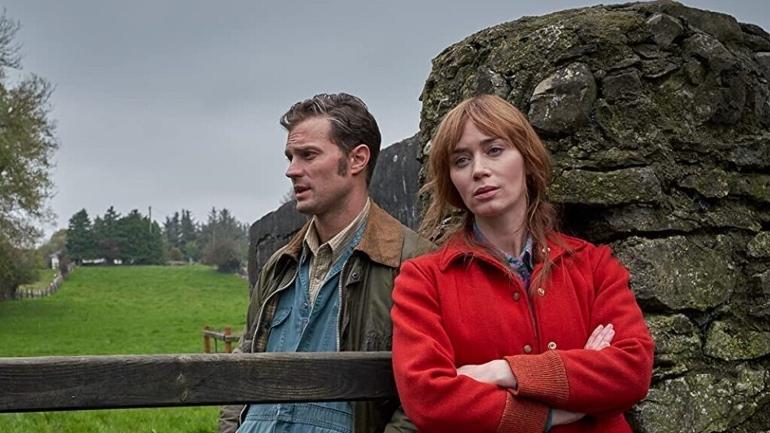"""Fotograma de la película """"Una canción irlandesa"""" con Jamie Dornan y Emily Blunt"""