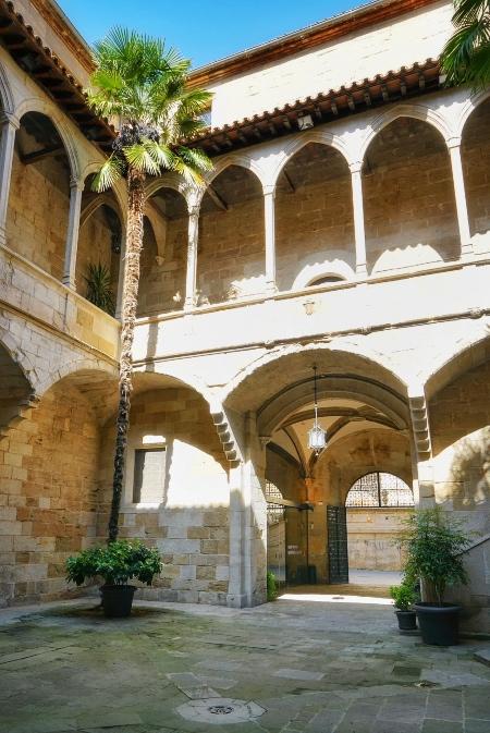 Claustro del antiguo Hospital de Santa María