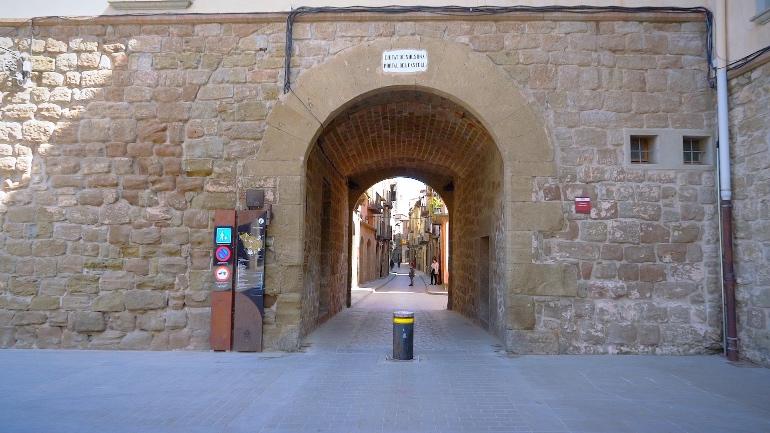 Portal del castell, que fuera la entrada principal de la ciudad allá por el siglo XVIIIPortal del castell, que fuera la entrada principal de la ciudad allá por el siglo XVIIIPortal del castell, que fuera la entrada principal de la ciudad allá por el siglo XVIIIPortal del castell, que fuera la entrada principal de la ciudad allá por el siglo XVIII