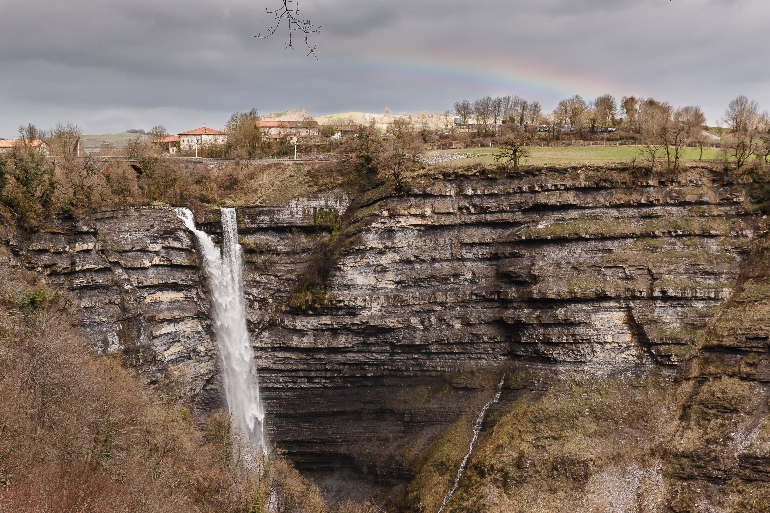 Monte Gorbea y cascada de Goiuri. Foto Diputación Foral de Álava