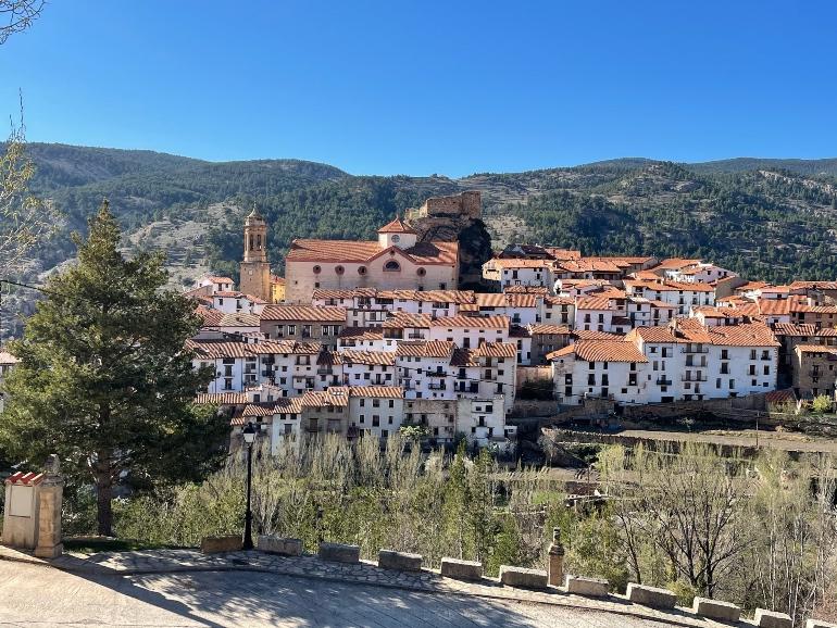Vista de Linares de Mora desde el mirador de la ermita de Santa Ana