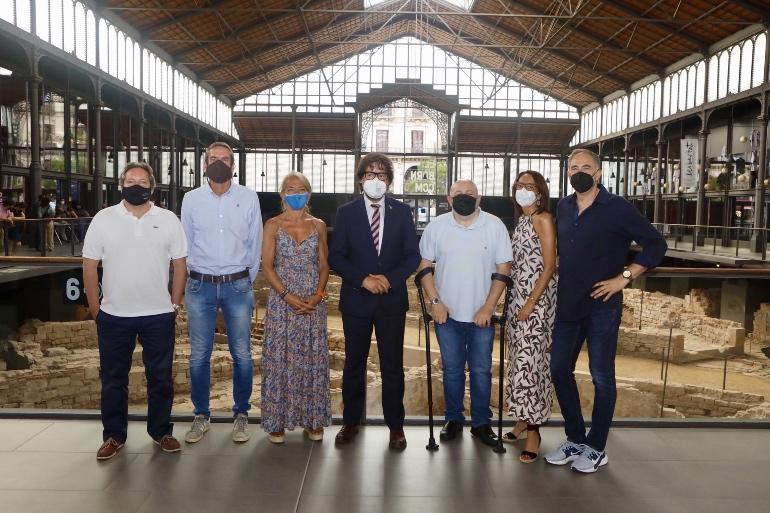 Varios miembros de la Societat Nova Geográfica Española con el Secretario General de Vicepresidencia, Políticas Digitales y Territorio, Ricard Font (en el centro)