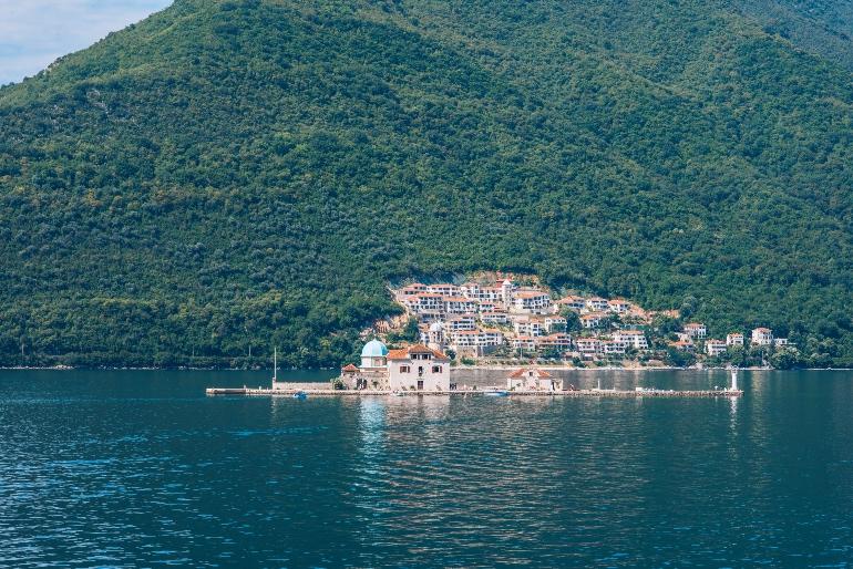 Isla de Gospa od Škrpjela donde se encuentra la iglesia de Nuestra Señora de la Roca