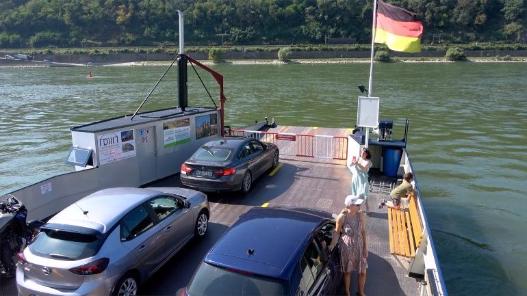 Transbordador sobre el Rin para cruzar el río